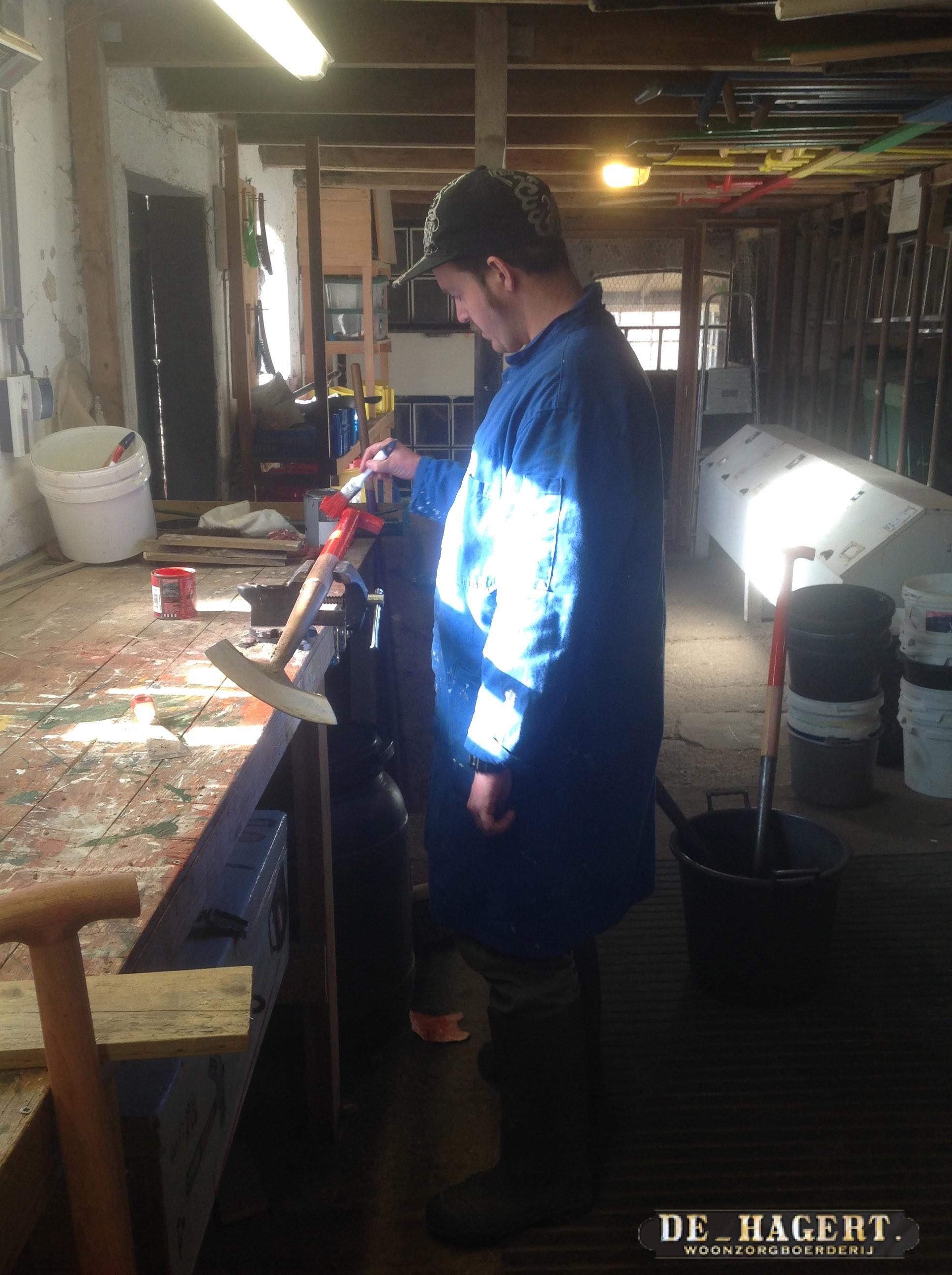 Maikel met materiaalonderhoud op de hagert2